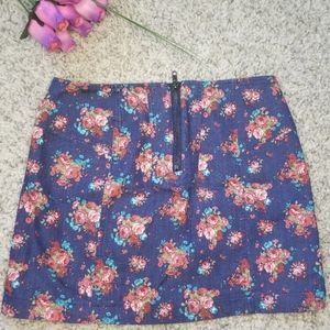 Forever21 mini skirt flower pattern Size S
